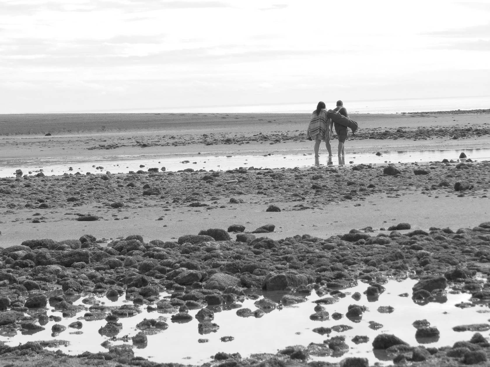 Walking on the tidal plane in black and white, Alma