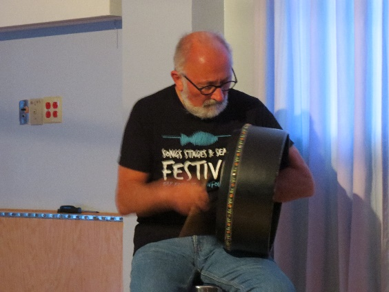 Fergus O'Byrne play Newfoundland folk music on the bodharn, Woody Point