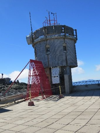 Antennas and installations on top Mt. Washington