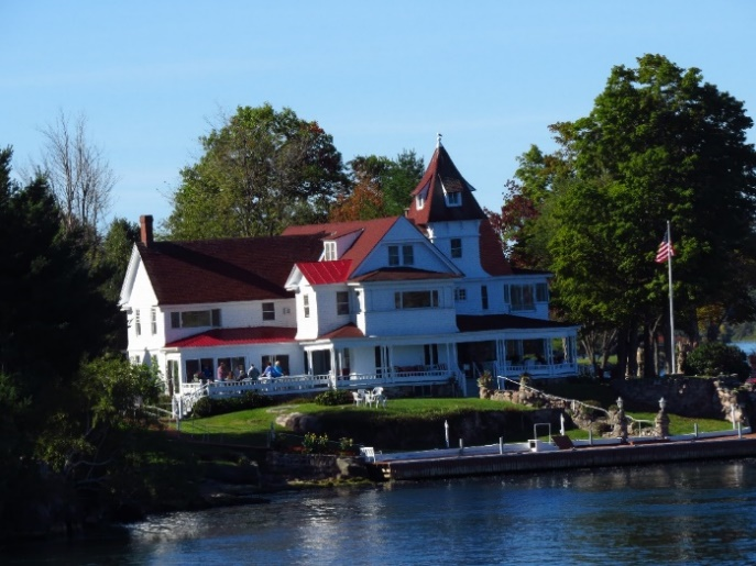 Uncle Sam Boat Tours, 1000 Islands. Beautiful mansions