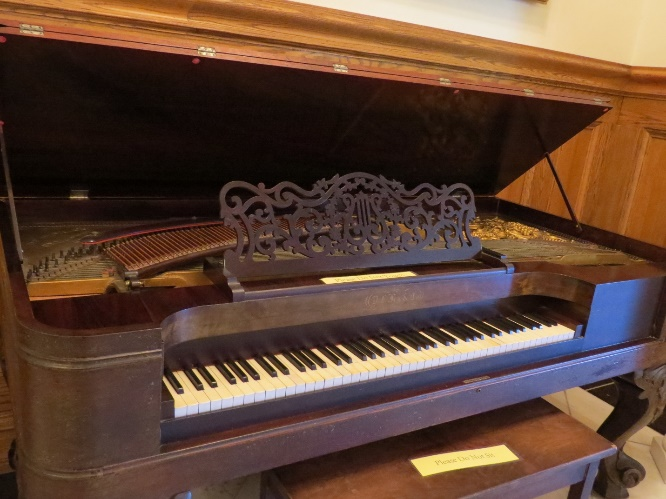 Old piano, Boldt Castle, Uncle Sam Boat Tours, 1000 Islands