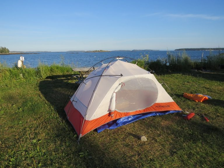 Tenting at Lobster Buoy privat campground, ME