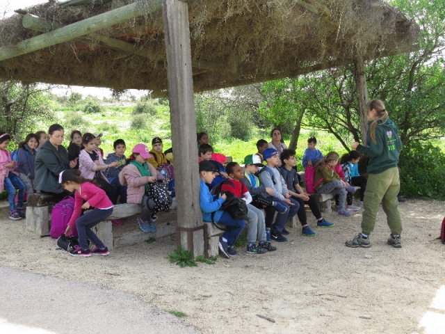 Soldier girl mentoring a school group visiting Neto Kedumim
