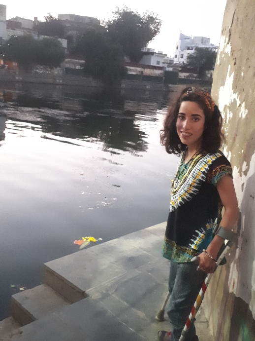 Einat posing under bridge, Udaipur, Rajasthan
