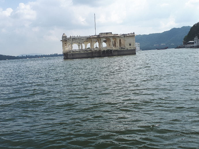 Palace in lake, Udaipur, Rajasthan
