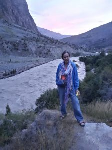 I am posing against rive Bhaga by Jispa acomodation