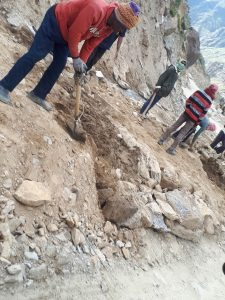 Road work on route from Manali to Leh
