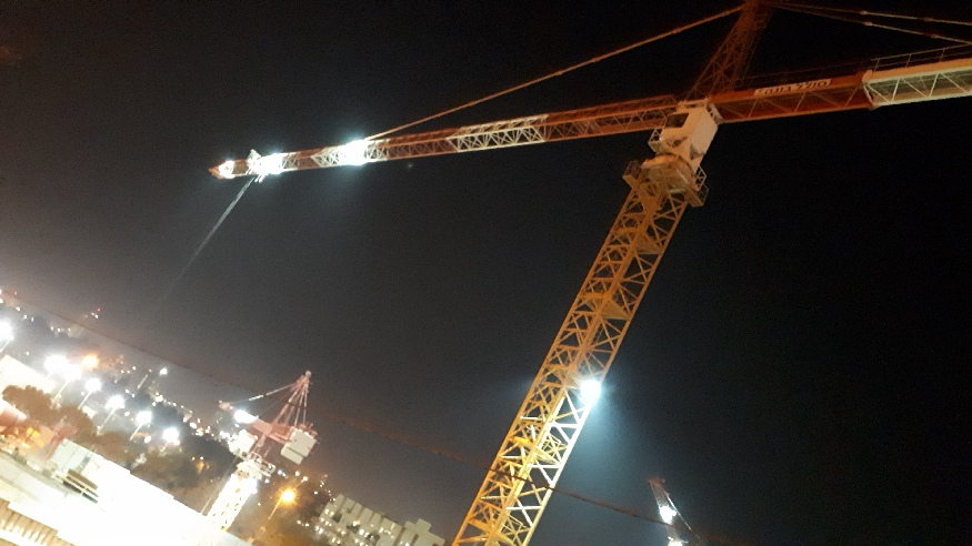 Shaarei Tzedek hospital night construction