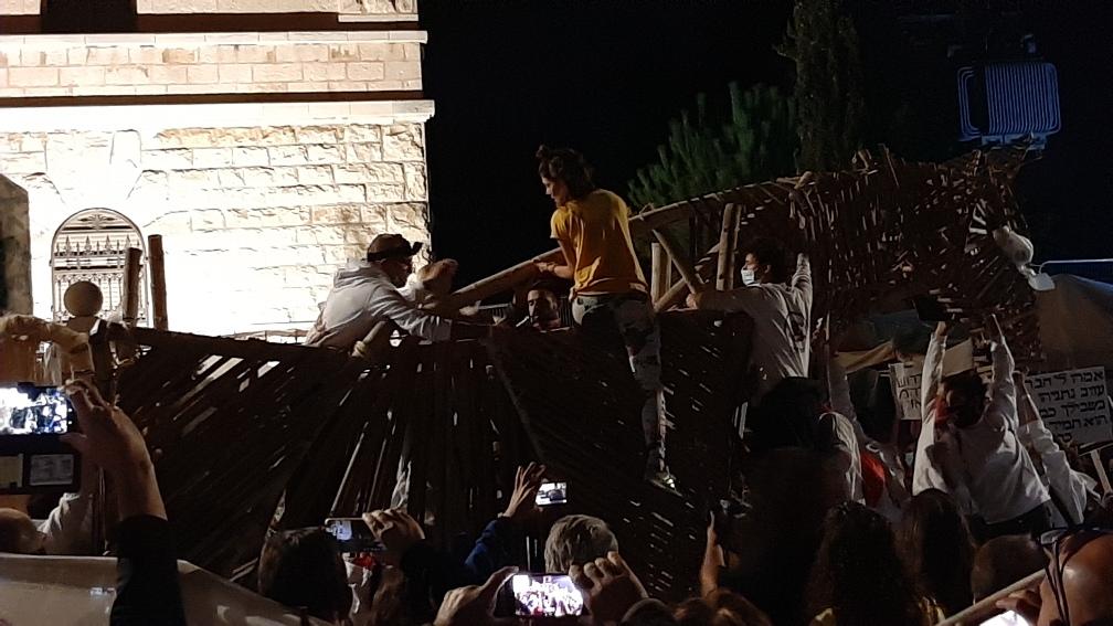 Trojan horse under construction, Balfour